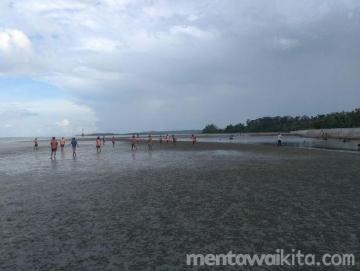 Menikmati Indahnya Pantai Saibi di Siberut Tengah