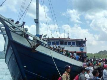 Kapal Antar Pulau Layani Rute Siberut Barat Jelang Natal Pelajar Senang