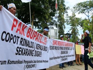 Menunggak Dana Proyek Rp157 Miliar Pemda Mentawai Didemo Kontraktor