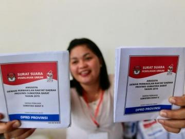Pemilih Lansia yang Tak Bisa Baca Didampingi Keluarga Saat Mencoblos