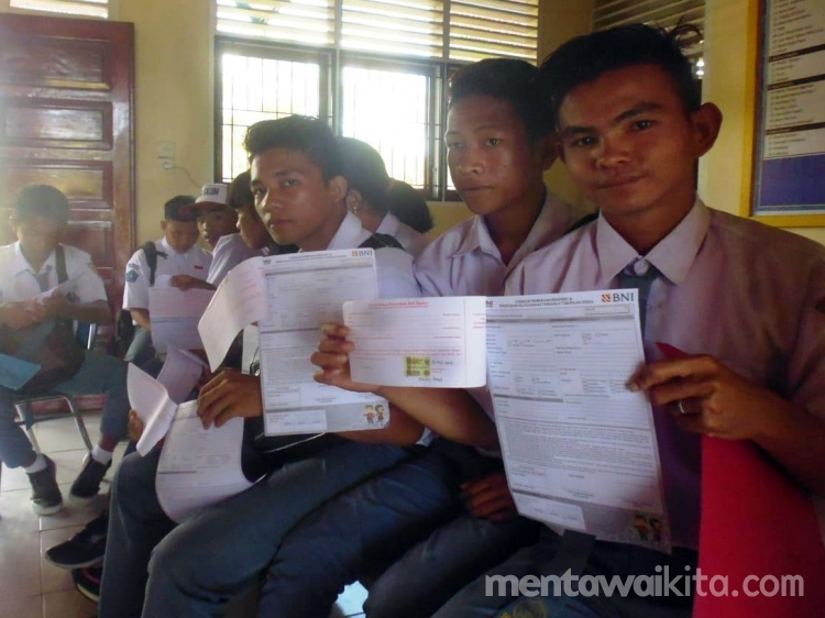 Sepuluh Siswa SMKN 3 Mentawai Terima Beasiswa PIP