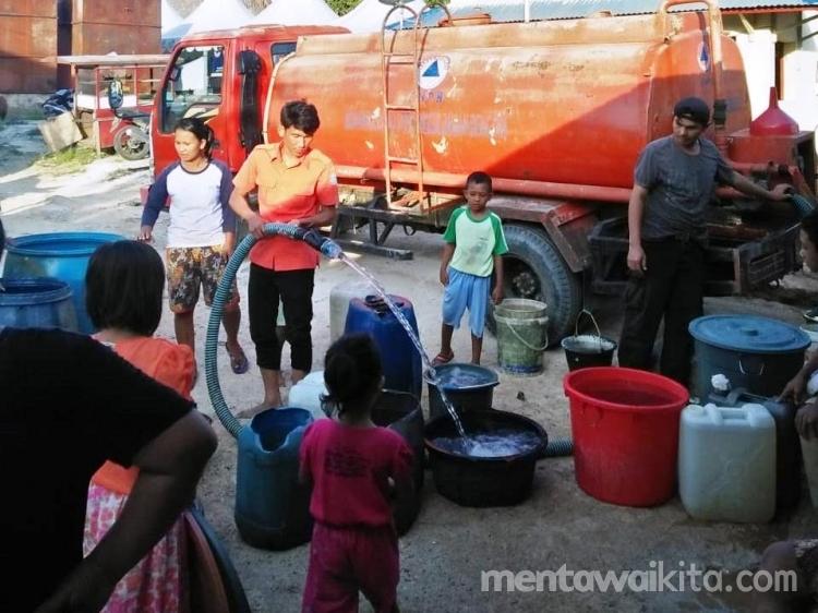 Kemarau BPBD Mentawai Bagikan Air Bersih