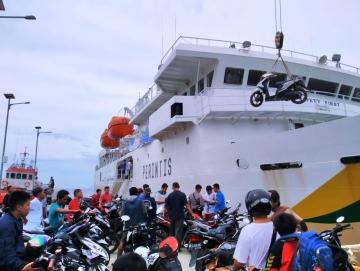 Ratusan Pemudik Gratis Mentawai  Padang Padati KM Sabuk Nusantara