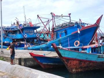 Tak Berani Melaut Nelayan Tradisional Sikakap Kerja Serabutan