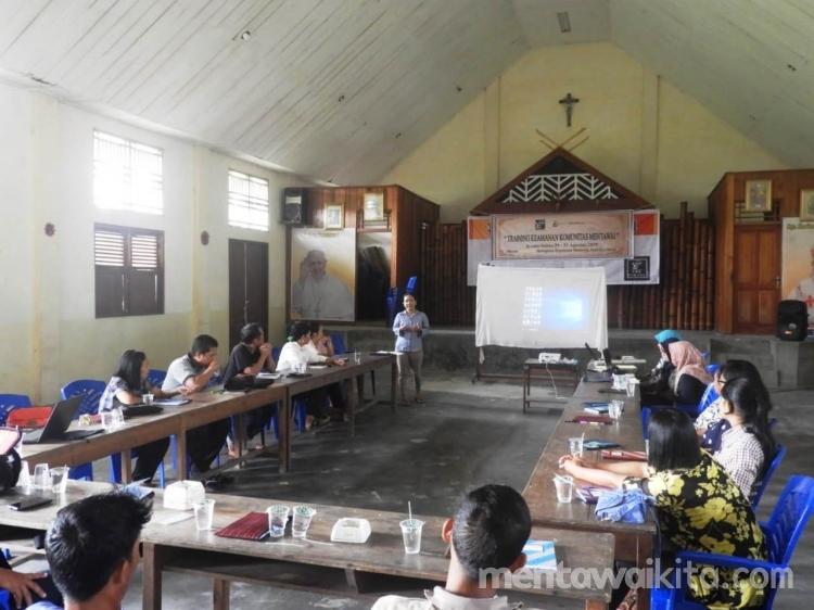 Perkuat Masyarakat Adat Mentawai LBH Padang dan YCMM Gelar Training Keamanan Komunitas