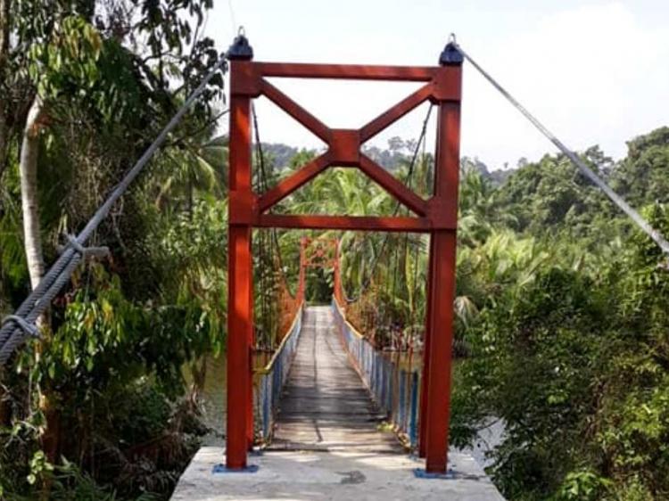 Delapan Orang Nekat Potong Besi Jembatan di Sakaladhat