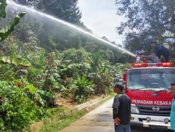 Kebakaran Lahan di Sikakap Dua Rumah Nyaris Terbakar