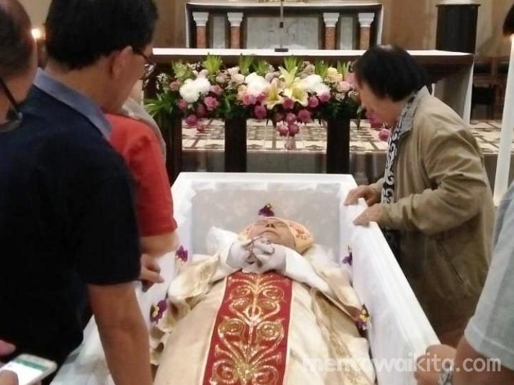 Uskup Padang Wafat Umat Katolik Mentawai Berduka