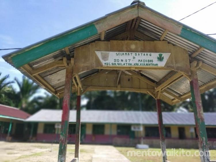Tak Ada Jaringan Internet di Madobag Kepsek Kirim Data Dapodik di Desa Matotonan