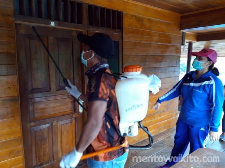 Fasilitas Umum di Siberut Tengah Disemprot Disinfektan untuk Cegah Corona