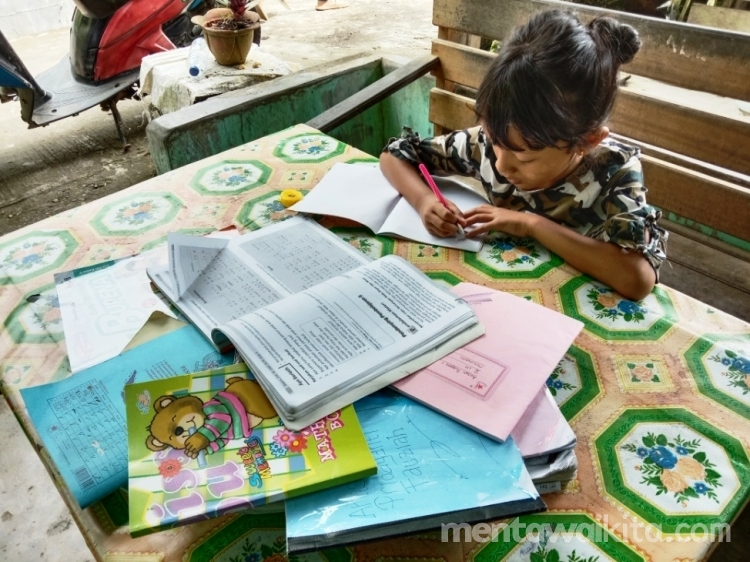 Dua Minggu Lebih Siswa Belajar dari Rumah Guru Pantau Tugas Melalui Kunjungan Langsung