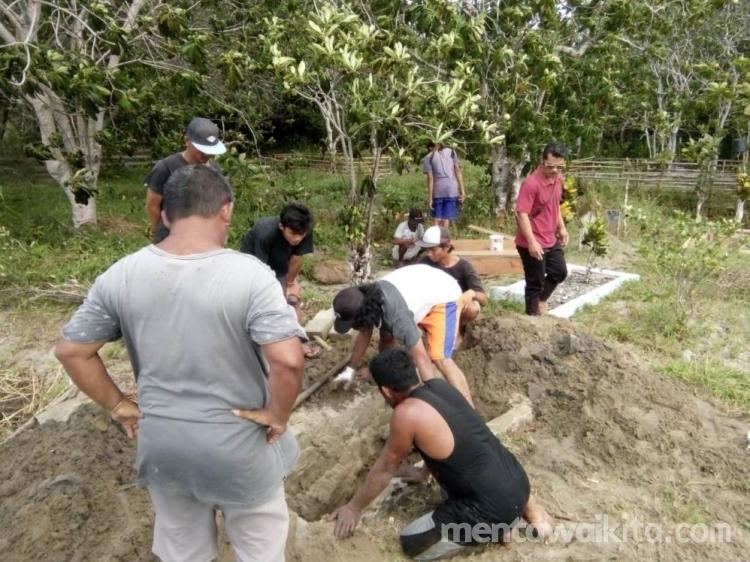 Terancam Abrasi Kuburan Warga Sikabaluan Dibongkar