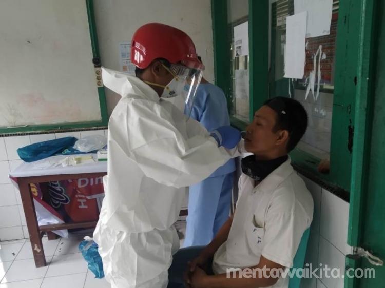 131 Guru di Siberut Selatan Melakukan Tes Swab