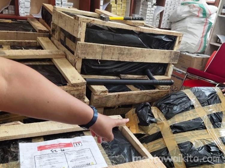 Yayasan Fondasi Hidup Berikan Bantuan ObatObatan untuk Puskesmas Muara Siberut