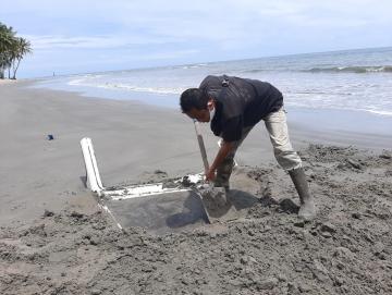 Boat Bumdes Malancan Tenggelam di Pantai Pokai