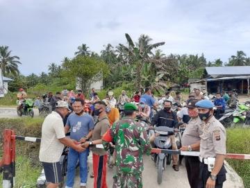 Kuota BBM Terbatas Polisi dan TNI Kawal SPBU di Sikabaluan