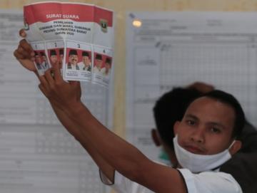 Pasangan Nasrul AbitIndra Catri Unggul Sementara di Siberut Selatan