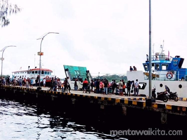 Penumpang Membludak Dishub Mentawai Berangkatkan Dua Kapal Antar Pulau dari Sikakap ke Tuapeijat