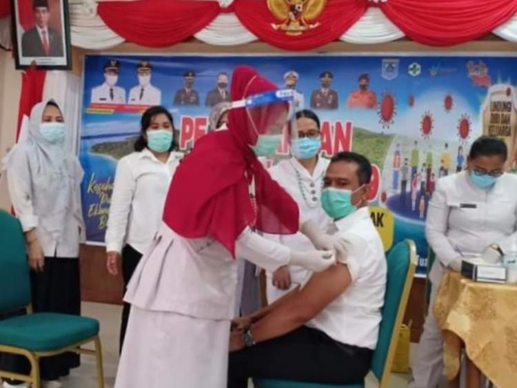 840 Tenaga Kesehatan di Mentawai Sudah Divaksin Sinovac Tahap Pertama
