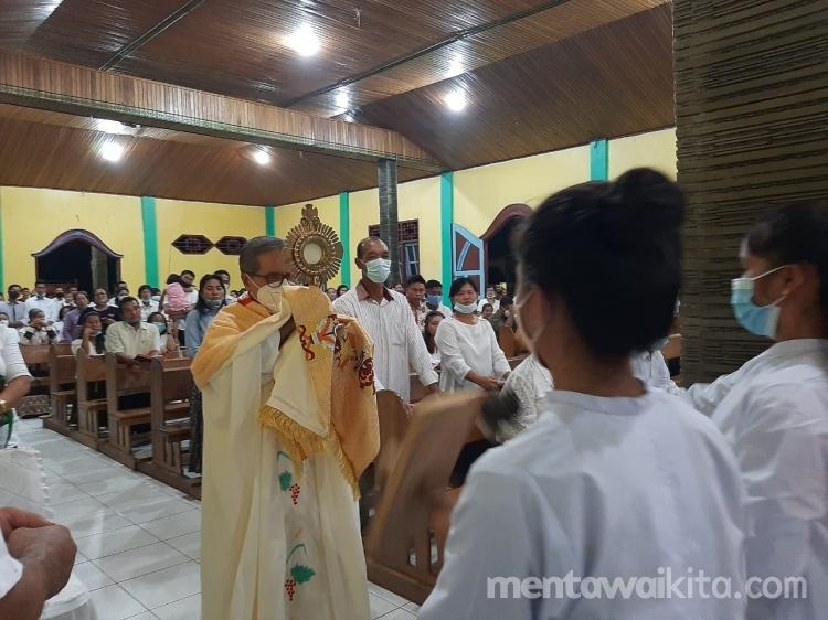 Pertama Dalam Sejarah Gereja Katolik Sikabaluan Tiadakan Pembasuhan Kaki Saat Kamis Putih