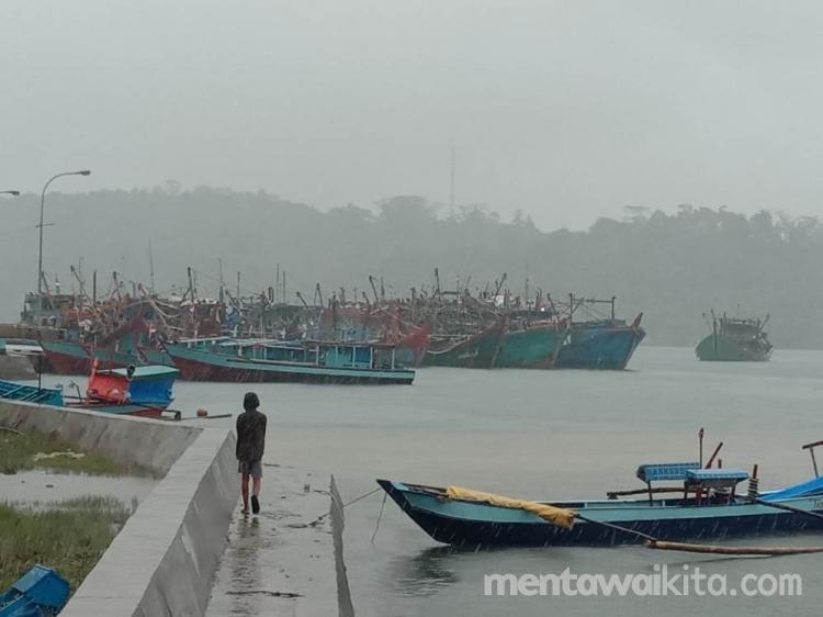 Badai Terjang Mentawai Nelayan Tak Berani Melaut