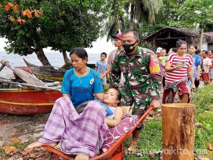 Gerobak Sorong Pengganti Ambulans Angkut Ibu Melahirkan di Mentawai