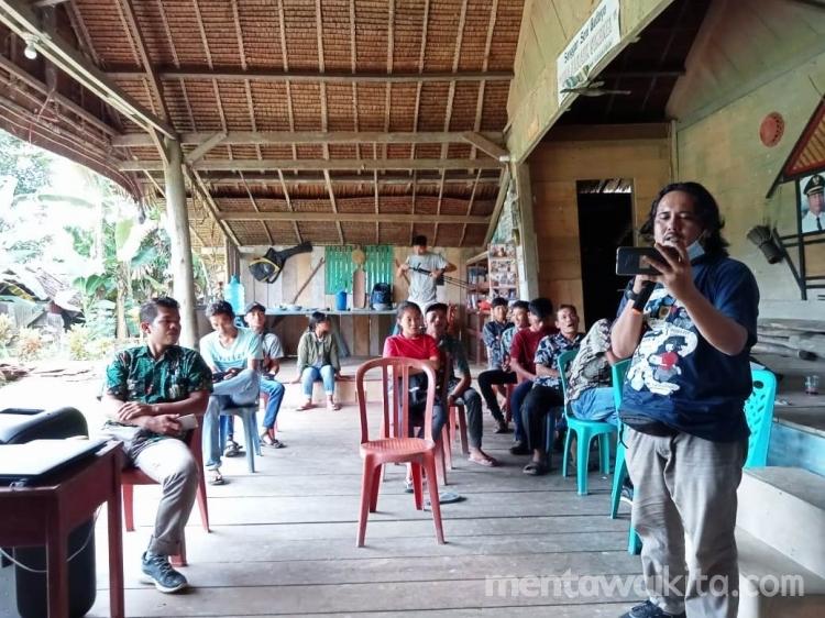 Komunitas Adat Mentawai Belajar Jadi Video Kreator untuk Kabarkan Masalah Lingkungan dan Masyarakat