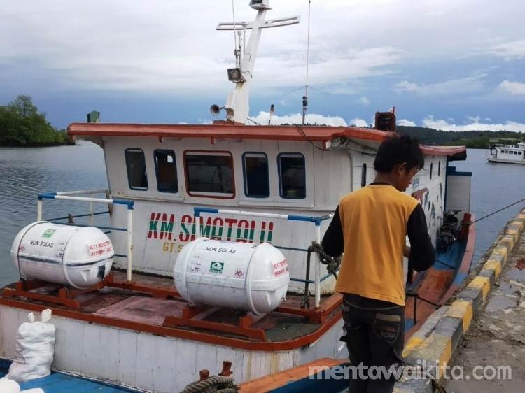 Kapal Antar Pulau Penuh Penumpang Asal Siberut Selatan Menuju Tuapeijat Tak Bisa Naik