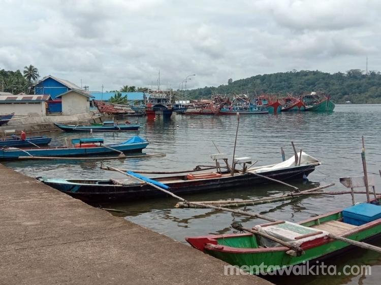 Gegara Badai Seminggu Nelayan Sikakap Tak Melaut