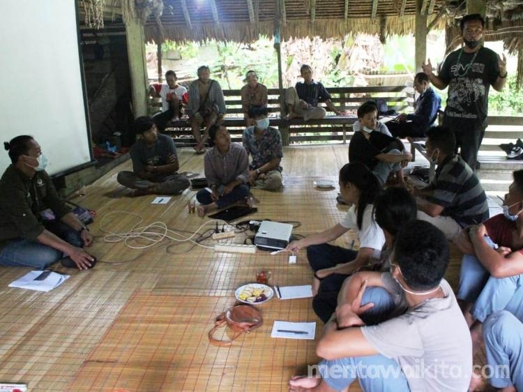 Kemendikbud Ajak  Pemuda Adat Majukan Kebudayaan Mentawai