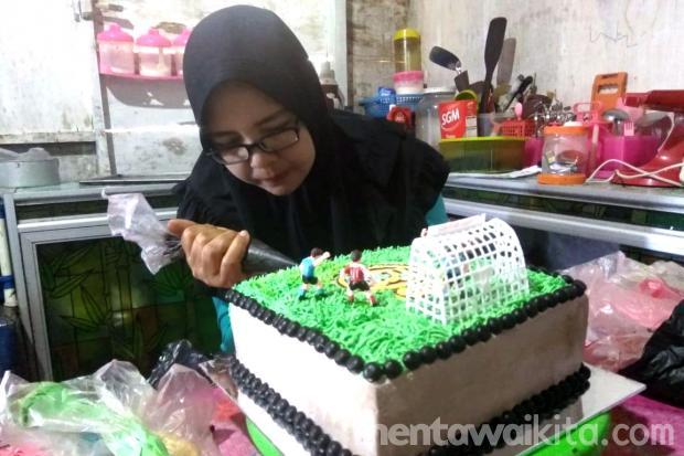 Suticih Berawal Hobi Membuat Kue Kini Menjadi Bisnis
