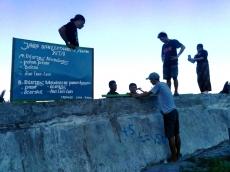 KOPAL dan IMPASS Pasang Plang Larangan Merusak Pantai Saibi