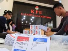KPU Mentawai Mulai Lipat Surat Suara Pemilu