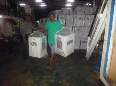 Distribusi Logistik Pemilu di Pagai Selatan Lewat Jalur Laut