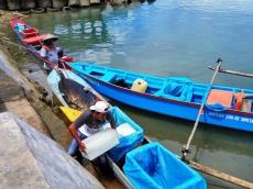 Produksi Es Balok UPTD Perikanan Sikakap Prioritaskan Jual ke Nelayan Tradisional
