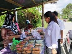 Laris Manis Berjualan Takjil Selama Ramadan
