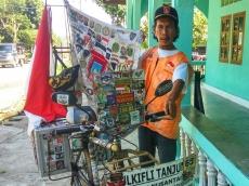Serukan Toleransi dan Nasionalisme Petualang Sepeda Keliling Indonesia Tiba di Sikakap