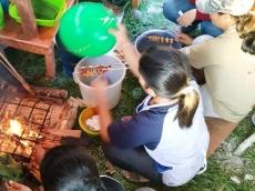 Batra Ulat Sagu Bakar yang Laris Manis di Festival Pesona Mentawai