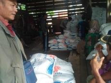 Warga Siberut Tengah Dapat Jatah Rastra 27060 Ton