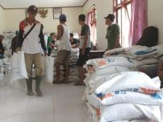 2577 Beras Sejahtera Siberut Selatan Didistribusikan