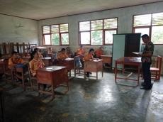 Guru Honor SMP GKPM Sikakap Mengeluh Gaji Rendah