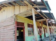 Dua Lokal Rusak Berat Siswa di Mentawai Belajar Perpustakaan dan Ruang Kepala Sekolah