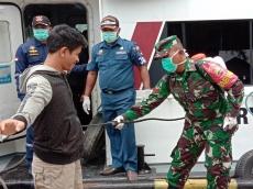 Waspada Corona Penumpang Kapal ke Sikakap Disemprot Disinfektan dan Warga Diminta Karantina Mandiri