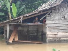Korban Banjir di Monganpoula Kesulitan Memasak Makanan