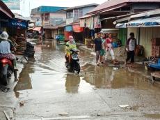 Banjir Rob Puluhan Rumah di Sikakap Tergenang Air