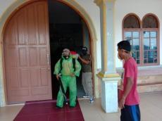 Empat Gereja di Sikakap Disterilkan Dengan Disinfektan