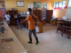 Masuk Tahun Ajaran Baru Tim Satgas Kecamatan Lakukan Penyemprotan Sekolah