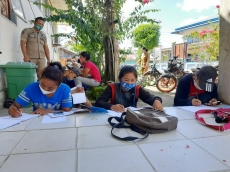 Tak Punya Biaya Paket Internet Pelajar Tongkrongi Wifi Kantor Camat
