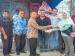 Kwarcab Pramuka 15 Mentawai Serahkan Bantuan Baju dan Tas untuk Siswa Korban Gempa