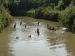 Maria Gustiranda Saksikan Pencarian Anaknya yang Hilang di Sungai Metobe